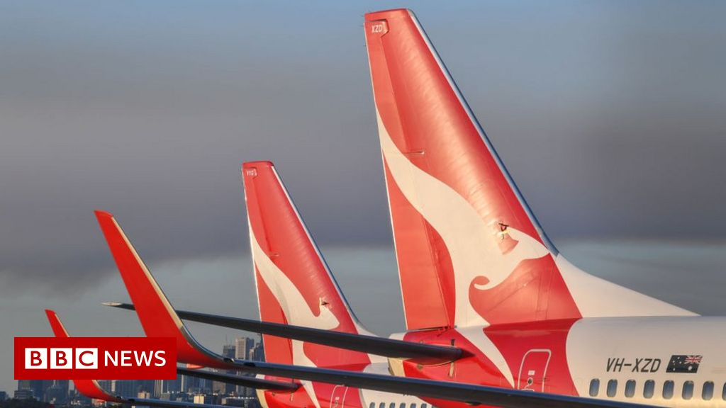 covid:-australia's-qantas-says-all-staff-must-be-vaccinated