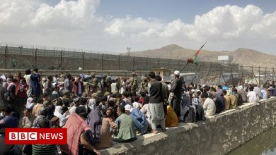 Photo of Afghanistan: The desperate scramble to escape