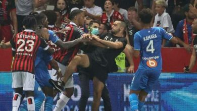 Photo of French match abandoned after player hit by bottle