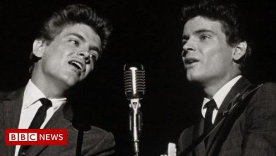 Photo of Everly Brothers: US rock 'n' roll star Don Everly dies aged 84