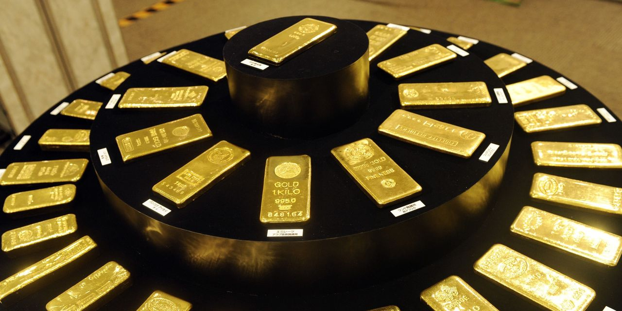 gold-futures-on-track-for-sharpest-daily-tumble-in-a-month-as-treasury-yields-and-us.-dollar-rise
