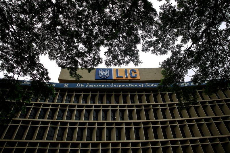 india-considering-foreign-institutional-investment-of-up-to-20%-in-lic-ipo-source