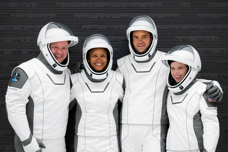 all-civilian-spacex-crew-feels-only-'good-kind'-of-jitters-before-launch