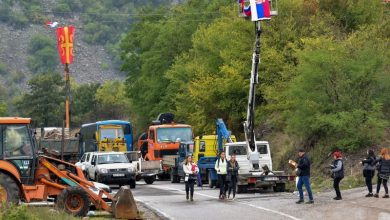 Photo of Serbs unblock roads in Kosovo as NATO moves to end car plate row