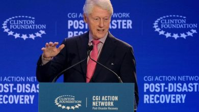Photo of Ex-President Bill Clinton recovering from infection in hospital, doctors say