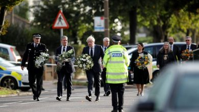 Photo of UK PM Johnson visits church where lawmaker was stabbed to death