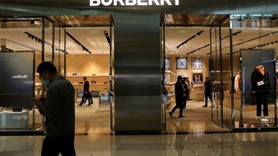 Photo of UK's Burberry poaches Versace boss Akeroyd as CEO