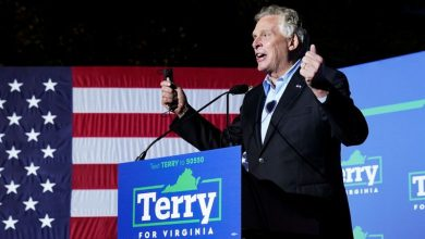 Photo of Obama stumps for Virginia candidate in race seen as referendum on Biden